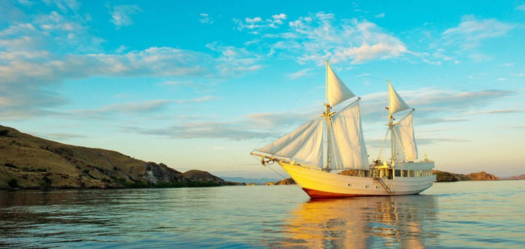 Sailing Indonesia, exploring around East Nusa Tenggara with private yacht charter